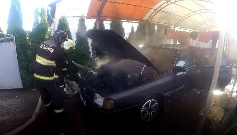Загорелся Ауди-100 в Барановичах