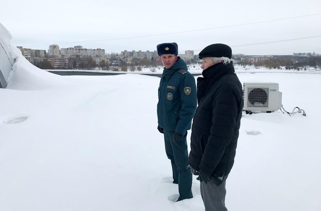 Снежные шапки Барановичи МЧС