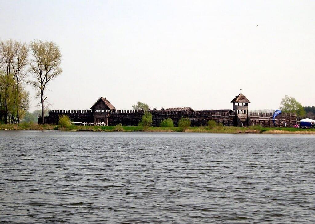 Бискупинское городище в Польше